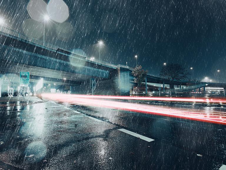 Пользоваться круиз-контролем в дождь: опасно или все же можно?